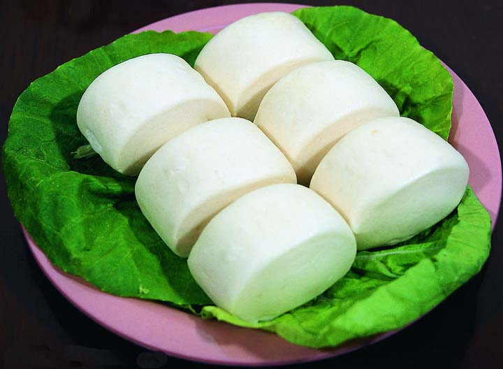 making steamed bun