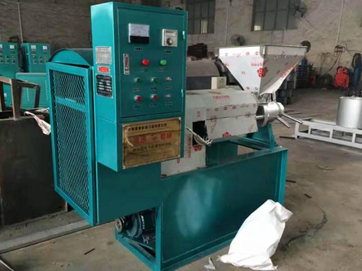 Oil-pressing-machine-in-factory