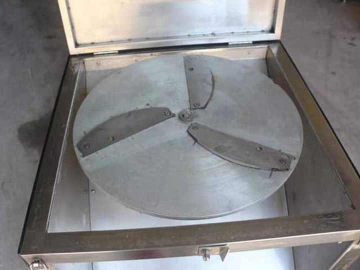 Inner slicing plate of the fruit slicer