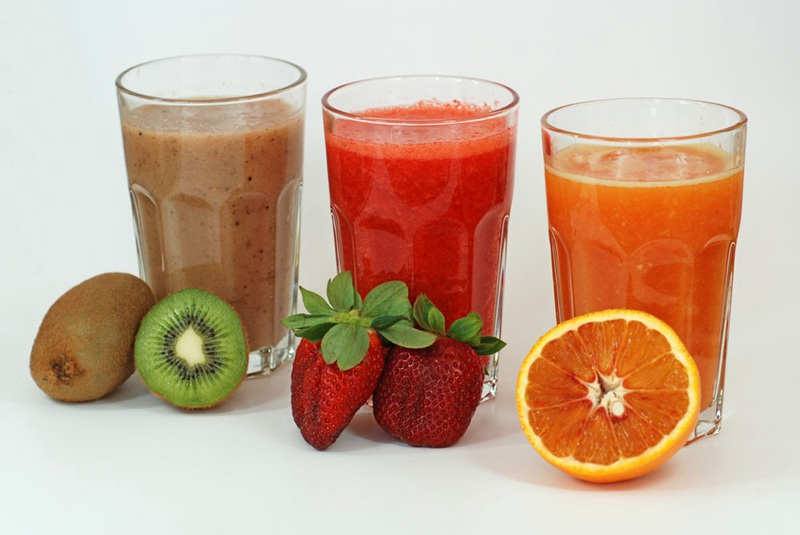 different kinds of fruit juices made by electric juicer machine