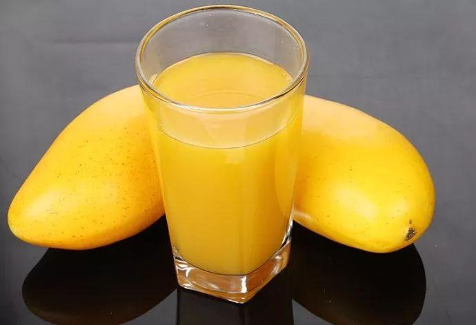fresh mango juice pulp